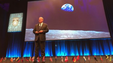 Al Gore presented an updated package highlighting heat-stressed cities and graphs which he said showed investment   shifts from fossil fuels to wind and solar energy in a range of countries.