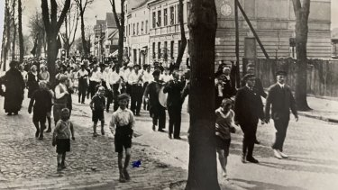Heinz Jacobius centre in white shirt, on May Day 1932.