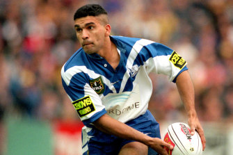 Rod Silva in action for the Bulldogs during the 1998 NRL Final Series.