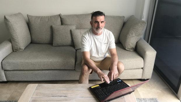 乔-沃森和妻子米歇尔在家工作,他想买一套三居室的公寓,这样他们都有工作空间。