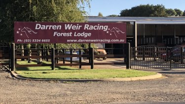 Police raid the Miners Rest stables of horse trainer Darren Weir