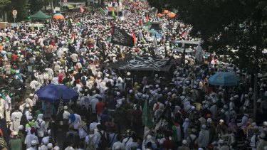 Thousands of protesters took to the streets of central Jakarta to demand jail for Sukmawati, the daughter and sister of two former Indonesian presidents.