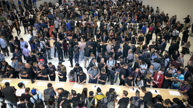 Apple can still draw a big crowd
