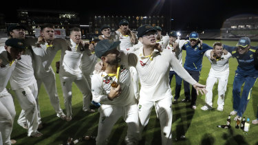 Nathan Lyon and Steve Smith sing to Australia's retention of the Ashes in England.