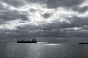 Sukses: MV Medi Portland dibebaskan dan berlayar ke Portland Bay.