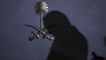 A Turkish forensic officer arrives at the Saudi consulate in Istanbul to conduct a search over the disappearance and alleged slaying of Saudi writer Jamal Khashoggi early on Thursday.