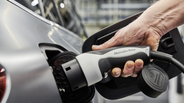 The federal government will announce incentives to increase electric vehicle sales in the budget.