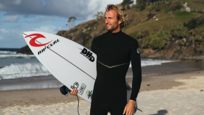 Surfers return to competition after COVID shutdown amid shark concerns