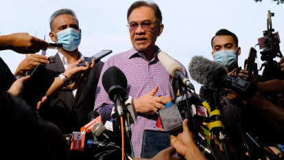 Malaysian PM hangs on as Anwar's chance slips away, for now