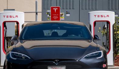 Elon Musk files trademark paperwork for a Tesla restaurant
