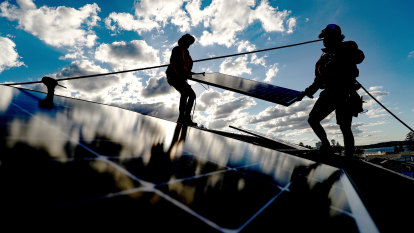 Calls to overhaul solar panel scheme for renters amid slow take-up