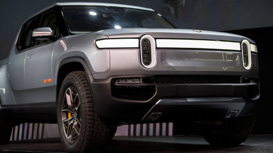 The Rivian R1T looks set to beat Tesla, Ford and Hummer to become America's first battery-powered pick-up.