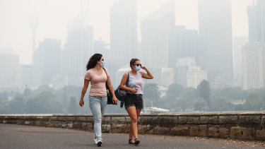 Asthma Australia has called for real-time reporting of small particle pollution.