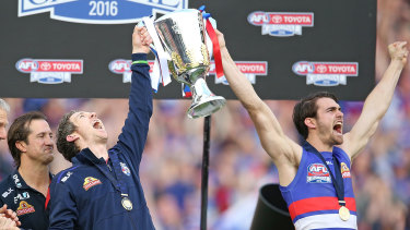Murphy holds up the 2016 premiership cup with Easton Wood.