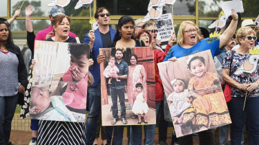 About 100 supporters of the Tamil family marched to Peter Dutton's office at the weekend.