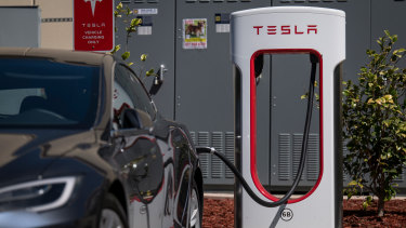 Electric vehicle car batteries can contain as much as 40 kilograms of nickel.