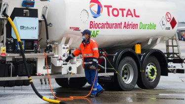 Bahan bakar jet yang dihasilkan dari biomassa atau secara sintetis dari energi terbarukan berpotensi untuk memangkas emisi karbon.