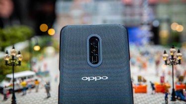 An Oppo prototype device fitted with the triple lens 10x zoom camera.