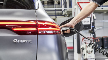 Australians aren't buying electric cars, in part because of the opinions of their friends and family.