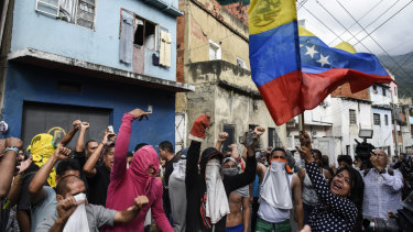 A number of rebel national guardsmen were detained in Caracas on Monday after stealing weapons, prompting spontaneous protests in support of the officers in a working class neighbourhood of the Venezuelan capital.