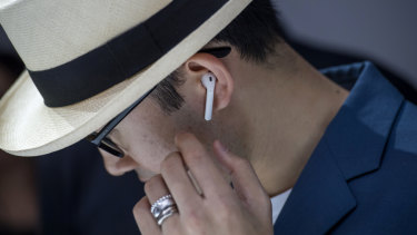 Wireless headphones like AirPods suffer from congestion.