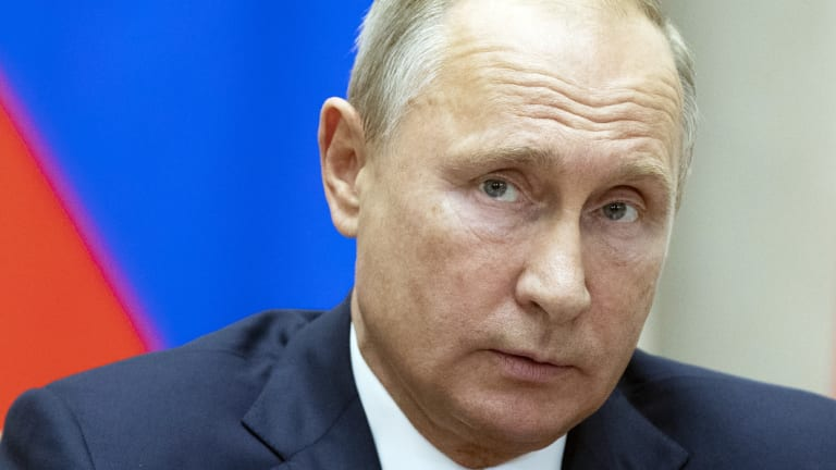 The US has cast doubt on Russian President Vladimir Putin's claim that US nationals are among some 700  hostages taken by Islamic State militants in Syria.