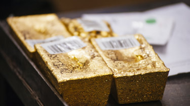 The rising gold price has boosted the share prices of race leader Ratra's gold picks