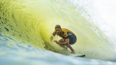 A perfect tube ride for Australia's Stephanie Gilmore, competing at the Surf Ranch's first professional event.