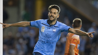 Ninkovic given deadline to decide on future with Macarthur or Sydney FC