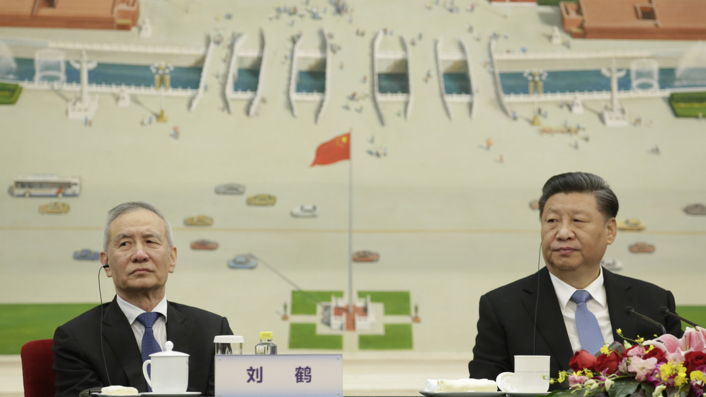 Chinese President Xi Jinping (right) and Vice Premier Liu He want to crack down on high levels of credit use.