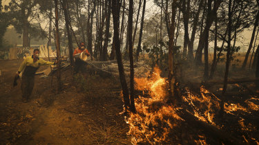 Residents defend their property as the bushfire approaches, in Oakdale.