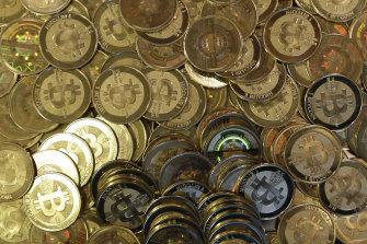 Bitcoin et Ethereum ont plongé à des creux de deux semaines cet après-midi.