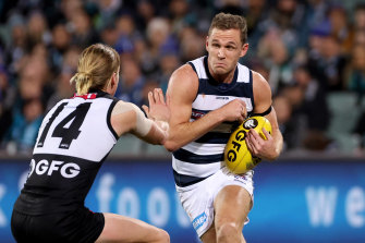 Joel Selwood braces for contact with Port's Miles Bergman.