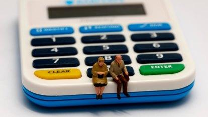Regulator tightens reins on retirement calculators