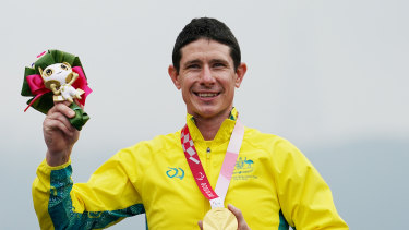 Darren Hicks on the podium after his gold medal in the time trial.