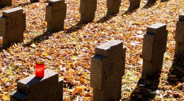 A candle had been left on the grave of a German World War I soldier in the main cemetery in Frankfurt on Saturday.