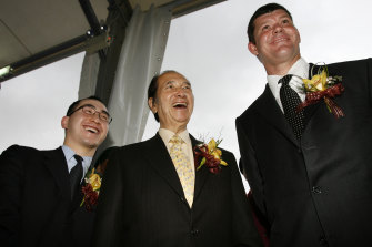 Stanley Ho (centre) with his son Lawrence Ho (left) and James Packer in 2006.