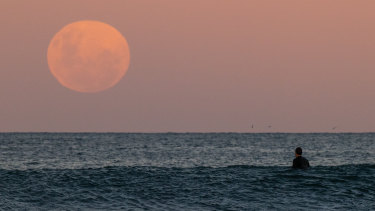 """Moon to give a """"lunar assist"""" to rising seas."""