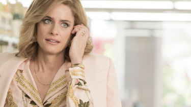 Amanda Peet in Dirty John: The Betty Broderick Story.