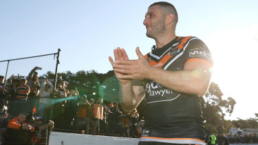 Robbie Farah completes a lap of honour after his final match.