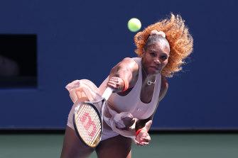No.3 seed Serena Williams advances.