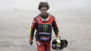 Joan Barreda walks away after crashing his Honda bike in the Dakar Rally.