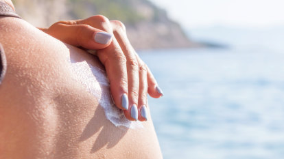 We're not getting consistent advice on sunscreen use, study finds