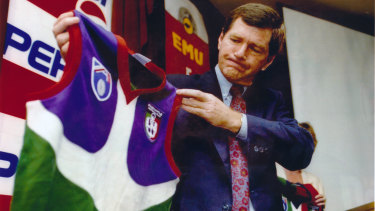 Former Fremantle chief executive, David Hatt, unveils the inaugural logo and colours.