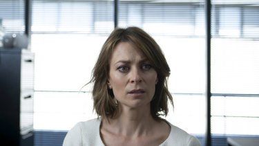 Kat Stewart plays fastidious lawyer Liz in Five Bedrooms.
