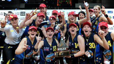 Kellie Henning, Michelle Cosier, Tracey Beatty and Peta Sinclair played together in the 2008-09 WNBL title and Sandy Tomley was an assistant coach.