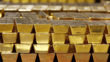 Buy gold, dump stocks is the hedge fund's strategy.