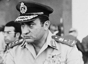 Hosni Mubarak was an air force commander in October 6, 1974.