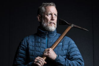 Geoff Wilson, holding Sir Douglas Mawson's axe at the Australian Museum,  is attempting a solo 5800-kilometre crossing of Antarctica.