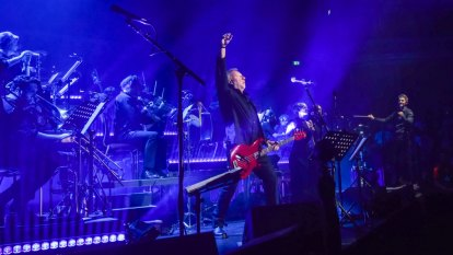 Peter Hook and the Metropolitan Orchestra: Joy Division Orchestrated